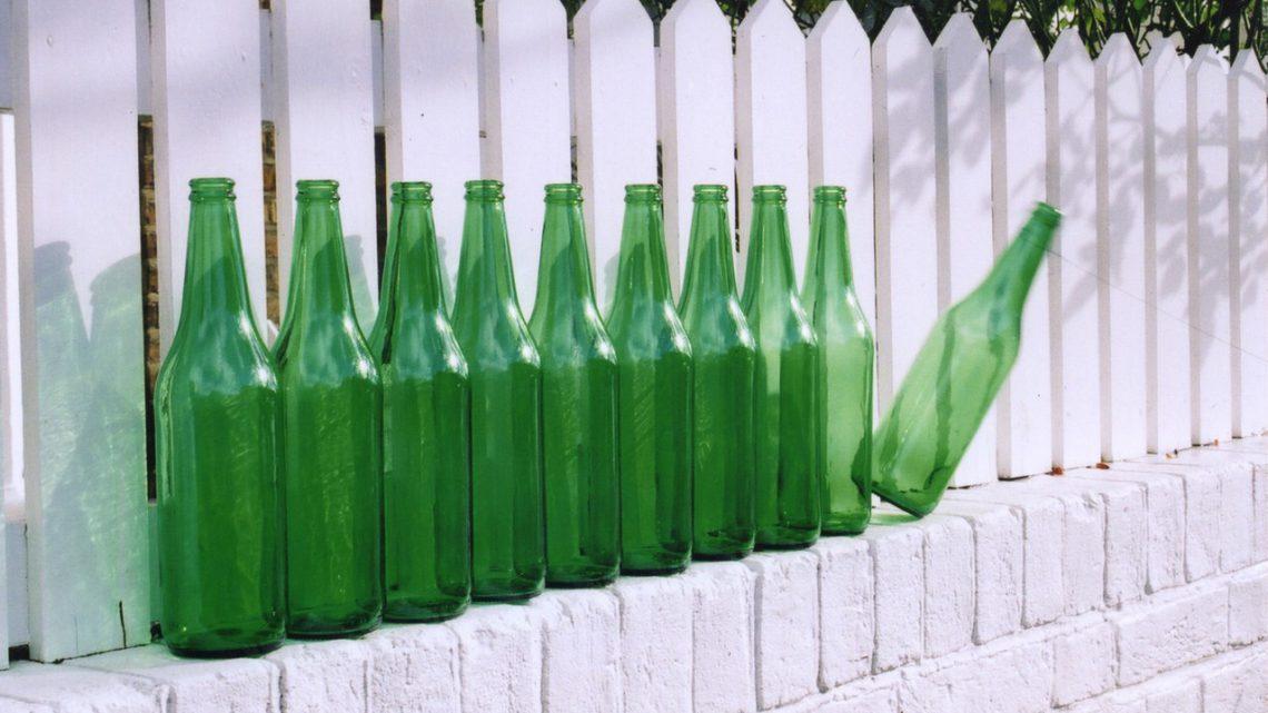 Jak powstaje butelka PET?