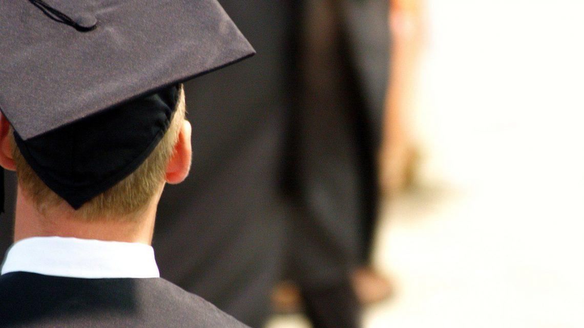 Nauka w szkole wyższej – czy warto?